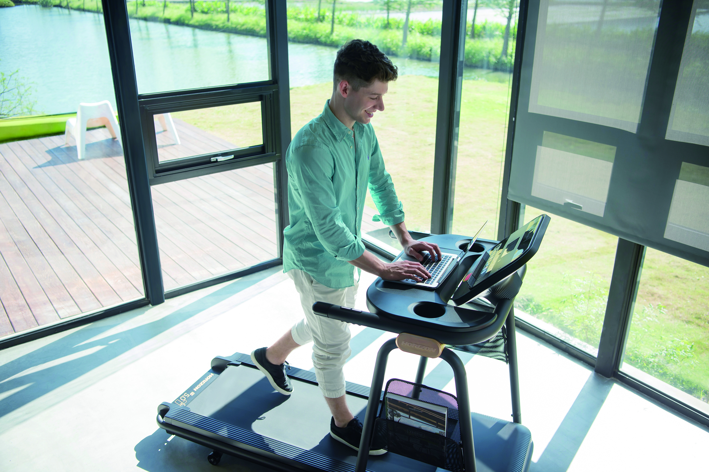 HZ17_CITTA LIFESTYLE_male_treadmill_using laptop_high angle